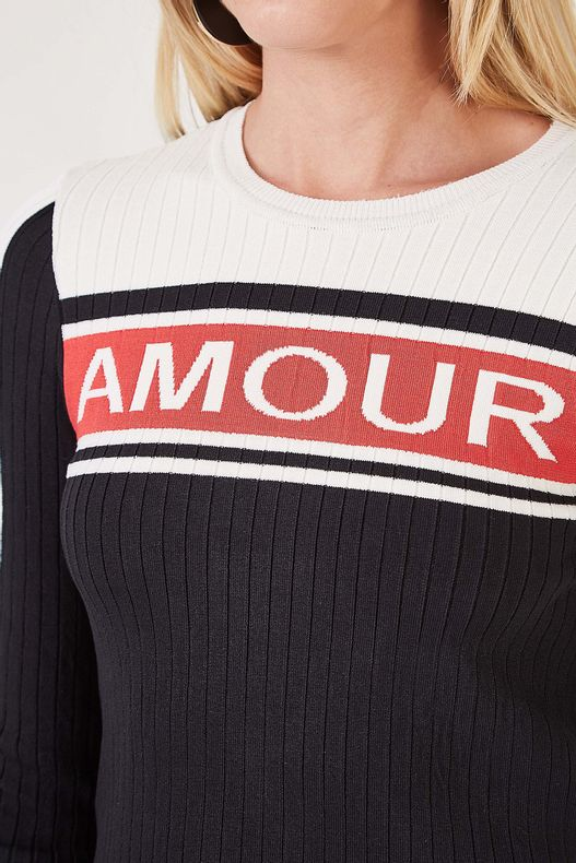 78010226_0005_2-TR-CROPPED-AMOUR